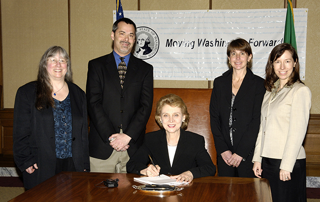 Gov. Chris Gregoire signs SB 6428. 20060324-3453 WASENATE db